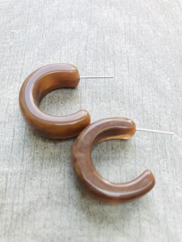 Small chunky coffee colour earring